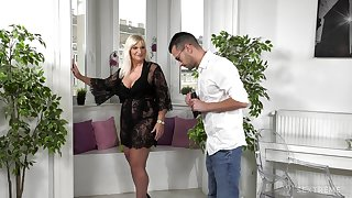 Love making in the morning with mature housewife Anna Valentina