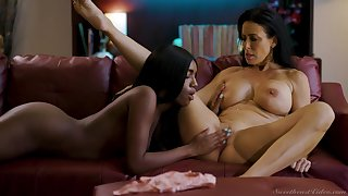 Bold babes Reagan Foxx and Ashley Aleigh make the most intimate connection