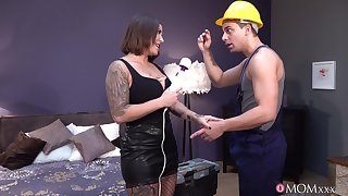 Construction worker bangs busty MILF bimbo Heidi Van Horny