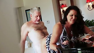 Bootyful coupled with big tittied cougar Leylani Wood goes wild above a hard locate coupled with gets doggy fucked