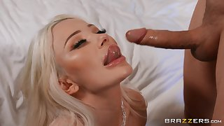 Blonde beauty gives head in addictive modes