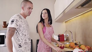 Hot brunette wife pleases hubby with more than just lunch