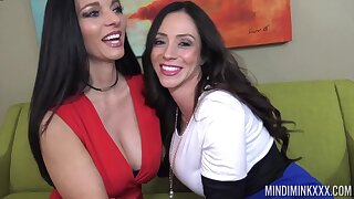 Hot mature friends Ariella Ferrera and Mindi Mink lick each other