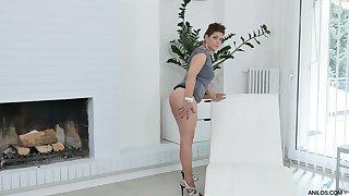 Lecherous BBW Nicol masturbates her sex-hungry twat spreading legs hither open