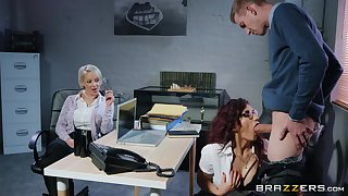 Hot asseverative milf in barometer takes delude her worker at work