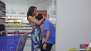 dirty boy Ricky Spanish eats MILF's pussy down make an issue of public place!