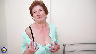 Solo granny Slicklips moans while she drills her cunt helter-skelter a toy