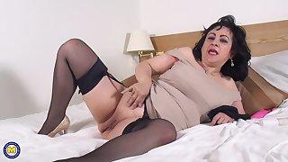 Mature brunette bush-leaguer Virginia pounds her pussy about toys solo