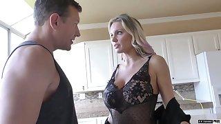Super zaftig MILFie cowgirl Kenzie Taylor rides fat sloppy cock jilted