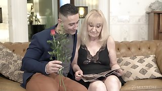 Blonde mature granny Nanney gets creampied by a younger guy