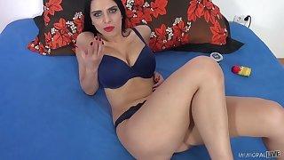 Astonishing curvy sexpot Kira Queen gets nude to suck delicious cock