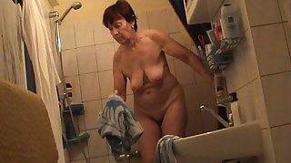 German granny nude in bathroom