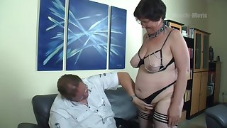 Nerdy amateur mature whore flashes big ass before wild missionary